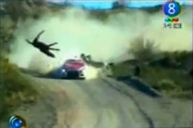 Video : Rally Car hits horse