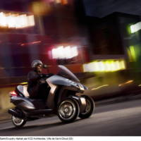 Peugeot HYbrid3 Evolution three-wheel scooter