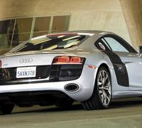Audi R8 V10 vs Audi R8 V8 review video
