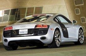 Audi R8 V10 vs Audi R8 V8 review video