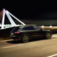 2011 Porsche Cayenne photos and details