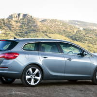 2011 Opel Astra Sports Tourer video