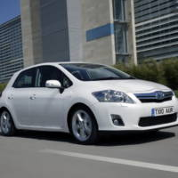 Toyota Auris Hybrid review video