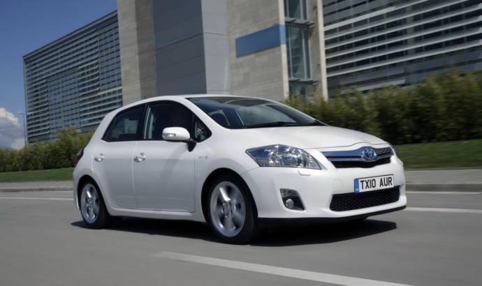 Toyota Auris Hybrid review video