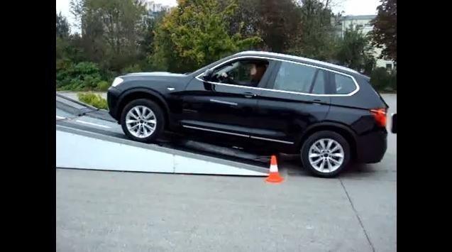 Video: Audi Q5 quattro vs BMW X3 xDrive