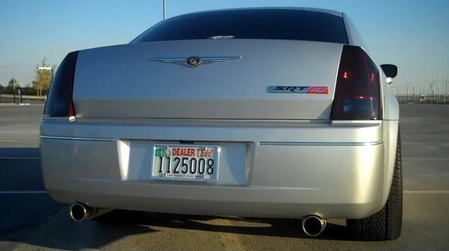 Video: Chrysler 300C with Viper V10 engine
