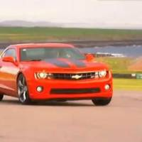 Video: Chevrolet Camaro SS vs Dodge Challenger SRT 8