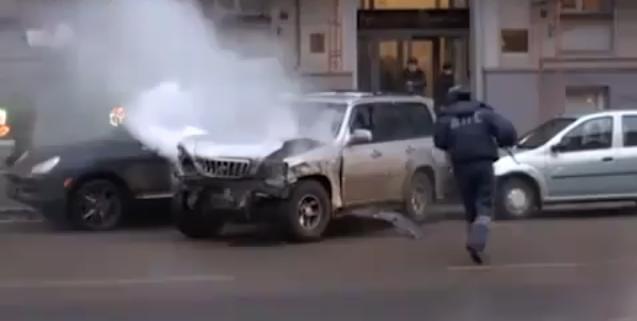 Video: Russian Motorists Beat Drunk Driver