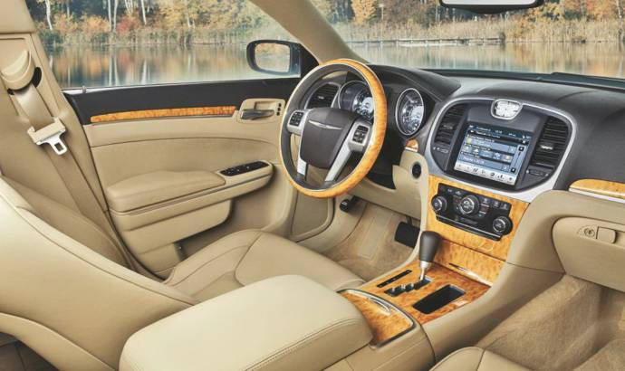 2011 Chrysler 300C interior