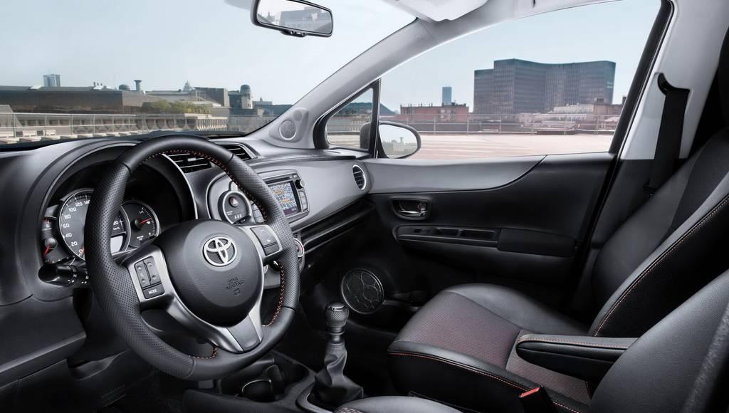 2012 Toyota Yaris Photos
