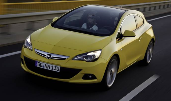 Opel Astra GTC gets Panoramic Windscreen
