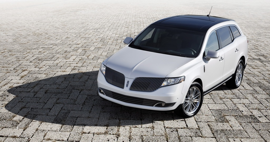 2013 Lincoln MKT Crossover Shows its New Face in Los Angeles