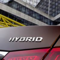 Mercedes E 300 BlueTEC HYBRID and E 400 HYBRID
