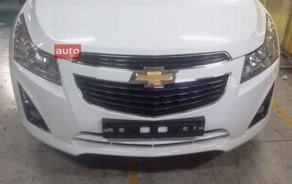Chevrolet Cruze Facelift Spied