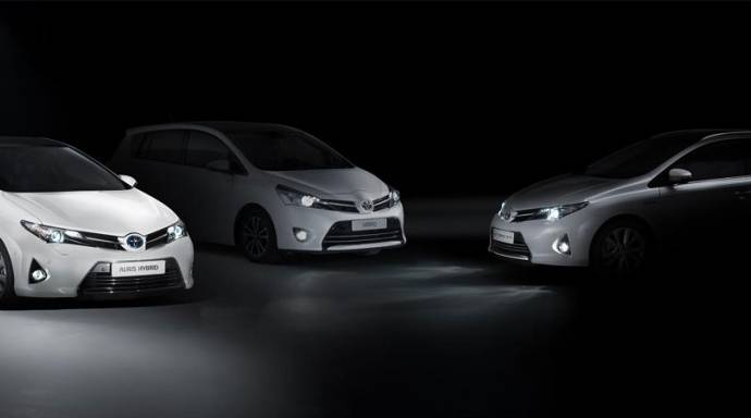 2013 Toyota Auris Tourer and Toyota Verso expected at Paris Motor Show