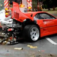 Ferrari F40 crashes in Canada because of the rain