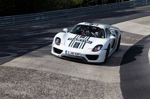 Porsche confirms a new mid-engine supercar