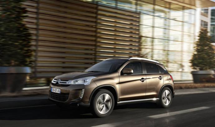 VIDEO: 2013 Citroen C4 Aircross - first movie of the interior