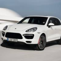 VIDEO: 2013 Porsche Cayenne Turbo S on track