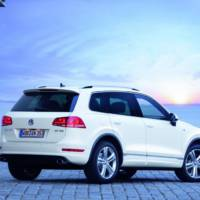 2014 Volkswagen Tiguan R-Line and Touareg R-Line, on stage at NAIAS