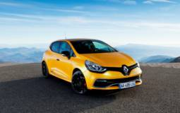 2013 Renault Clio RS has 200 hp and costs 24.990 euro in France