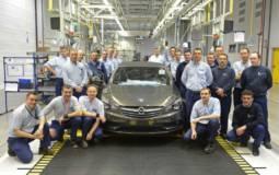Opel Cascada enters production in Gliwice, Poland