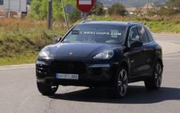 2015 Porsche Cayenne facelift - first spy photos