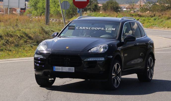 2015 Porsche Cayenne facelift - first spy photos