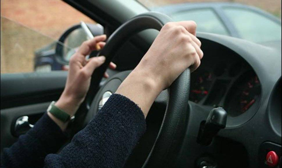 STUDY: Smoking can be dangerous during driving