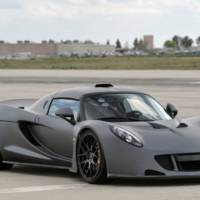 Watch how Hennessey Venom GT accelerates to 265.7 mph