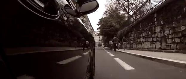 Video: Porsche 911 pitted up against four parkour