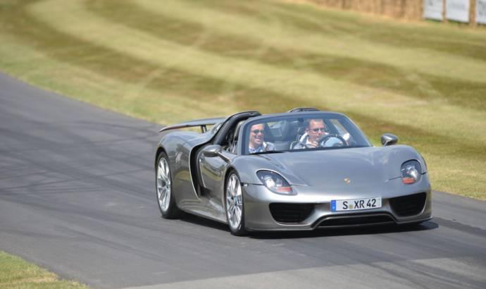 Porsche 918 Spyder debuts at Goodwood