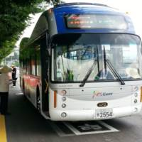 Electric buses are wirelessly charged in South Korea