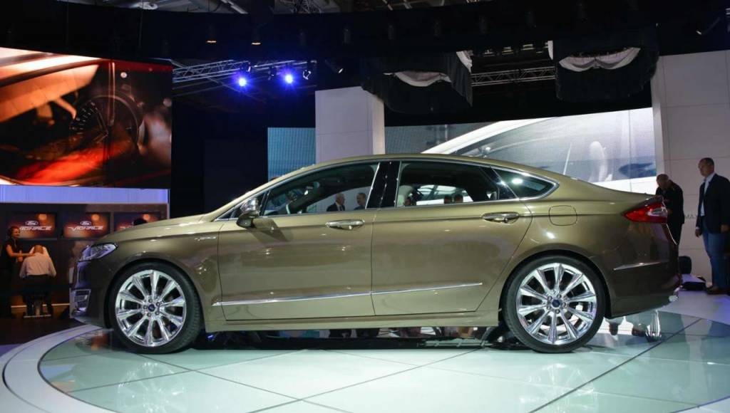 2013 Ford Mondeo Viganle bows at Frankfurt