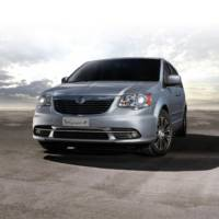 2014 Lancia Delta facelift and Voyager S unveiled ahead of Frankfurt debut
