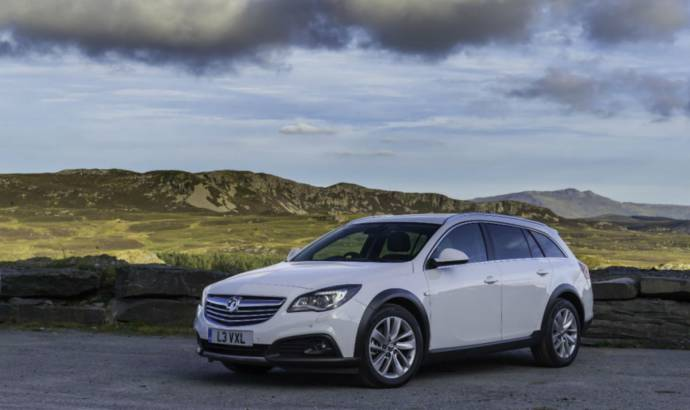 Vauxhall Insignia Country Tourer starts at 25.349 GBP