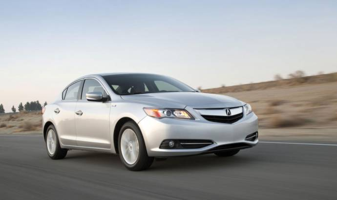 2014 Acura ILX Hybrid starts at 28.900 USD