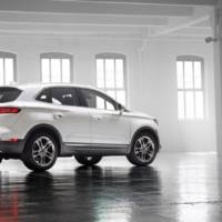 2014 Lincoln MKC unveiled