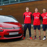 2014 Citroen C4 Grand Picasso gets tested by Arsenal football players