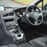 2014 Peugeot 5008 facelift gets detailed