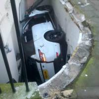 2014 Range Rover Sport ends up in front of a basement flat