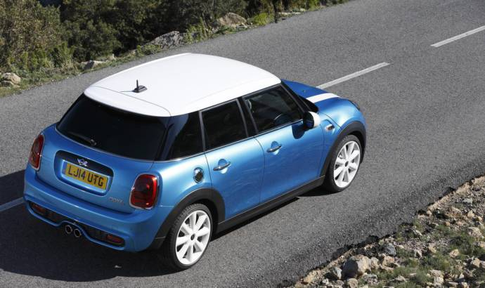 2015 Mini five-door version unveiled