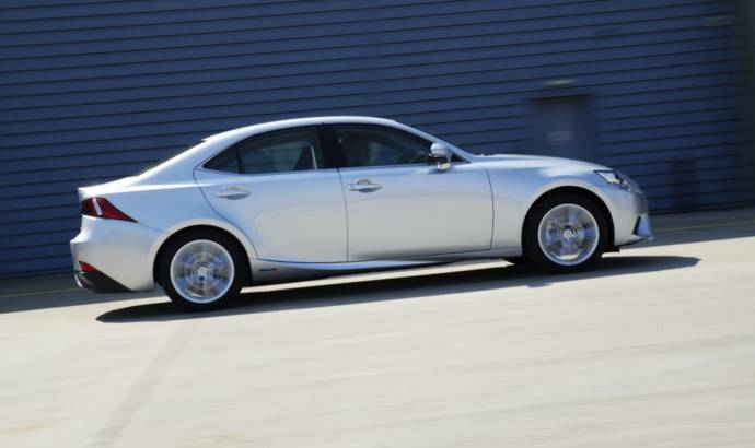 Lexus IS300 h Executive Edition revealed