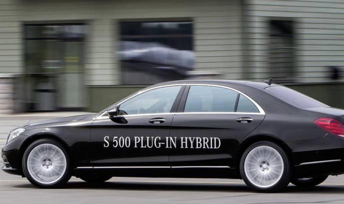 Mercedes S500 Plug-in Hybrid promotes F1 technology
