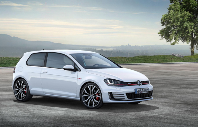 Volkswagen Golf GTI Performance review by Evo