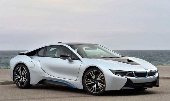 2015 BMW i8 US review by Motor Trend