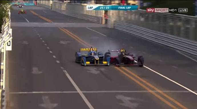The first Formula E race ended with a big crash between Prost and Heidfeld