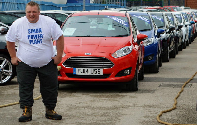 Brit tows away 14 cars for a new world record