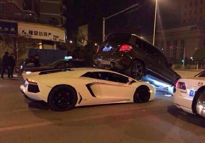 The most hilarious Lamborghini Aventador crash