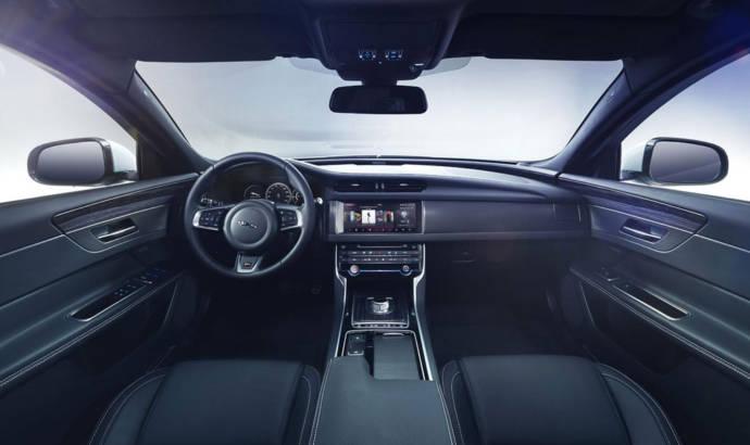 2016 Jaguar XF first photos